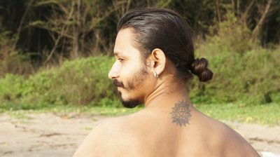 tatuajes pequeños en el cuello