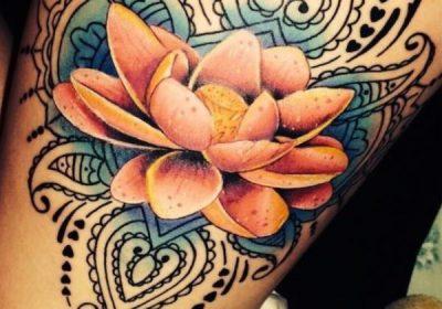 tatuajes flor de loto a color