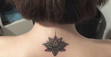 tatuajes flor de loto mujer