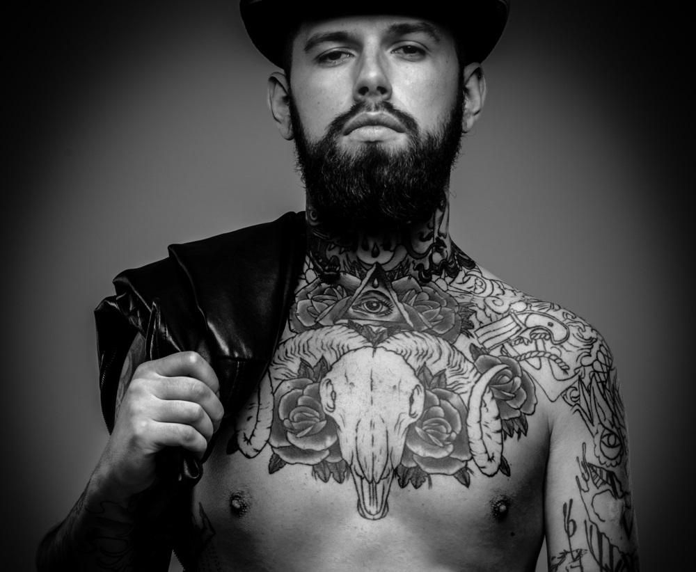 tatuajes de rosas para hombre