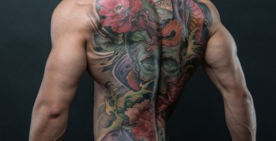 tatuajes de rosas rojas para hombres